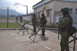 Російські війська блокують українську військову частину в Перевальному