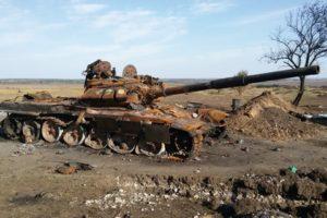 Танк Т-72 М1М із замальованим бортовим номером на проросійських позиціях під Іловайськом